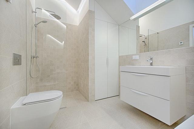 Gulvvarme på fliser i badeværelse