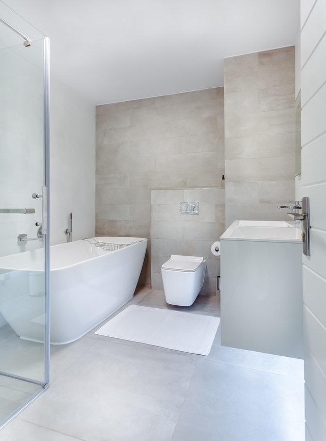 Karbad på badeværelse
